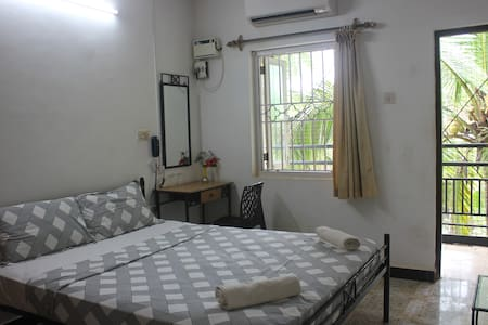 Double bed + table +mirror
