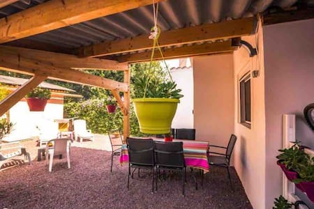 Maison/studio 4P clim, 10m plage et centre village