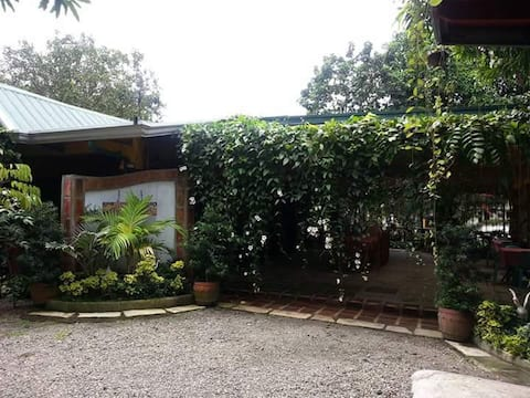 Casita Bonita with nice garden and fishpond.