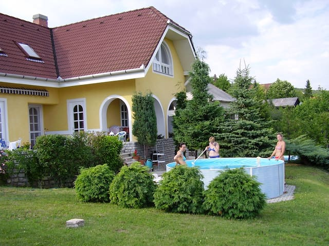 House on top of Csopak, Balaton - Csopak - Ev