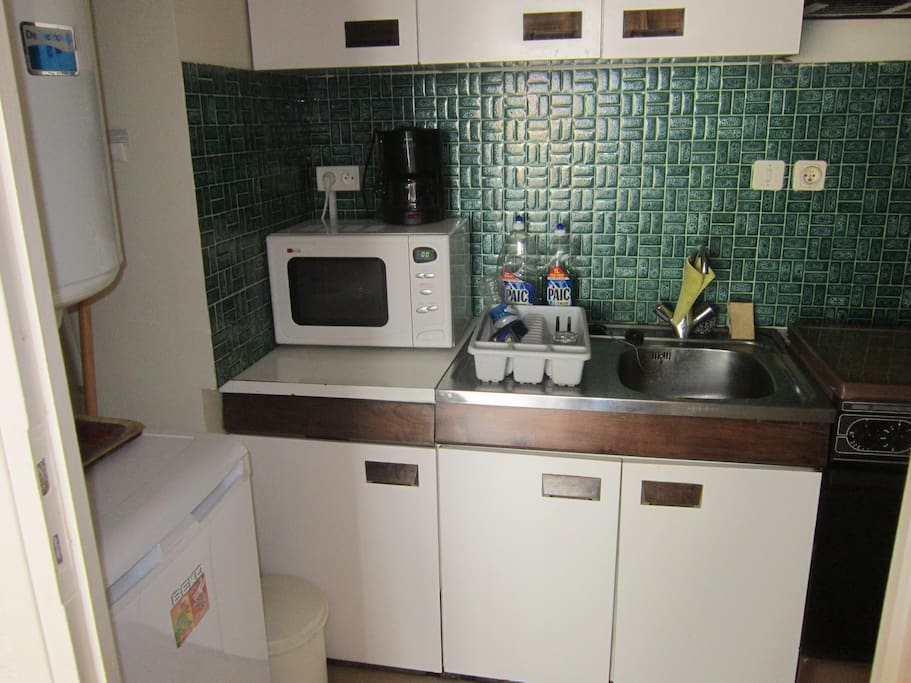 Kitchen with fridge, oven and micro wave