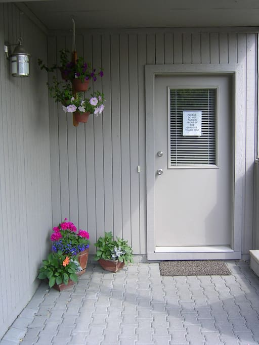 Private entrance to Garden Suite
