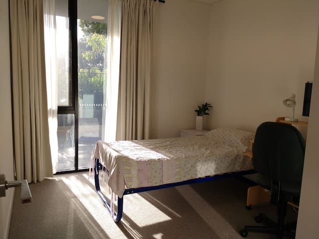 Modern room with single bed BR3