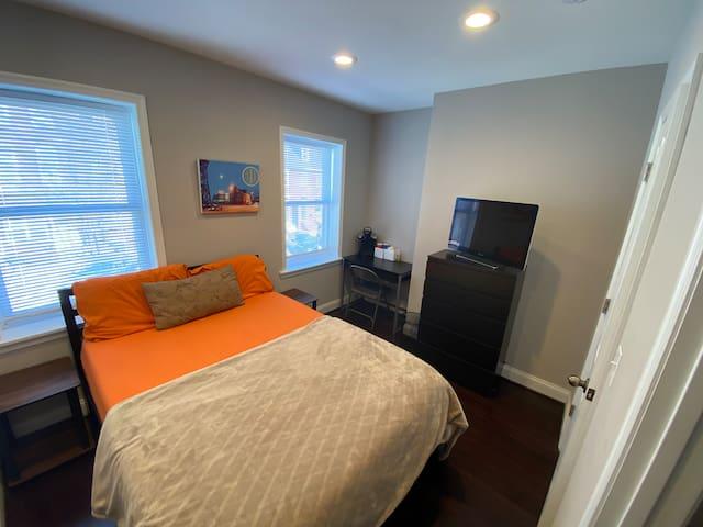 Cozy room by John Hopkins/ fells point waterfront