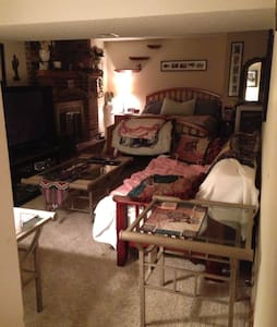 BEAUTIFUL COZY ROOM PLATTE CITY MO - Platte City - Bed & Breakfast