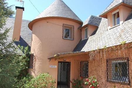 BEAUTIFUL CHARMING HOUSE WITH POOL - Galapagar - Ev
