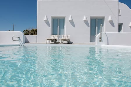 """Sea"" Luxury villa  by Santorini beach!"