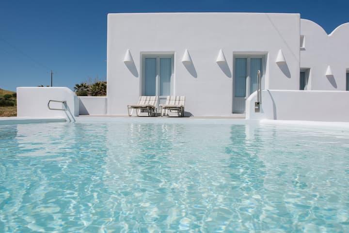 """Sea"" Luxury villa  by Santorini beach!"