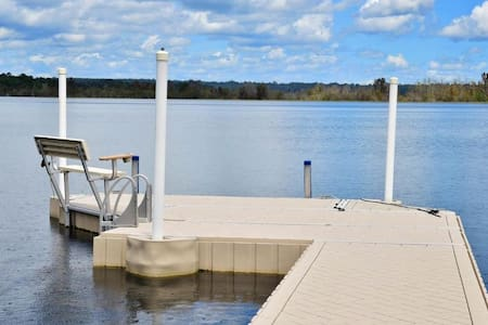 Lakehouse with Private Fishing Pond on Cowpen Lake