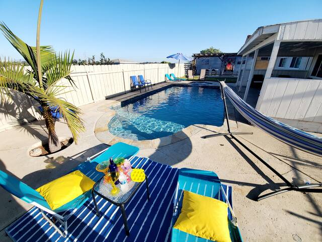 Soak in the Pool &Jacuzzi. VIP Room #1!