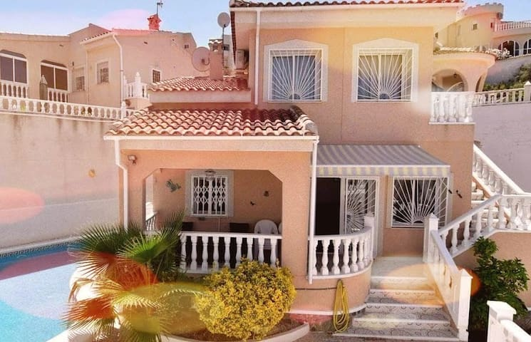 Spacious 3 bedroom villa perfect for families