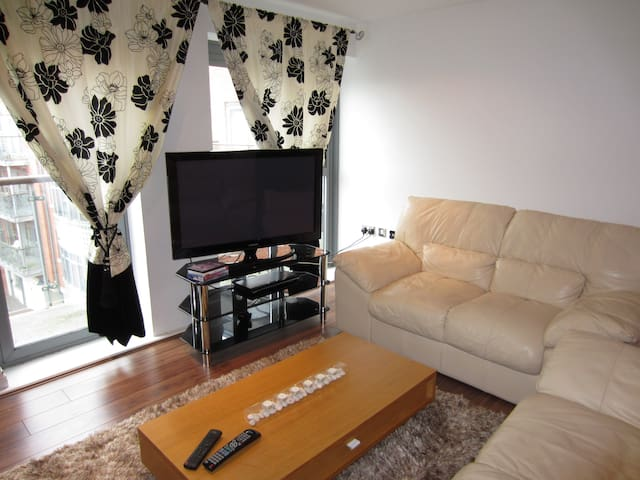 Modern flat 30 minutes from London Liverpool St.