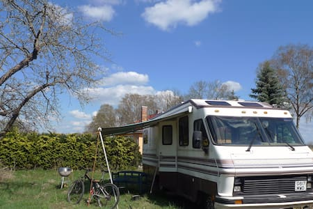 American Motorhome in Countryside - Camper/Roulotte