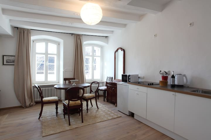 Sunny apartment in historic buildin - Blankenheim - Apartment