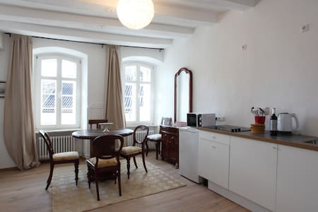Sunny apartment in historic buildin - Blankenheim - Apartemen