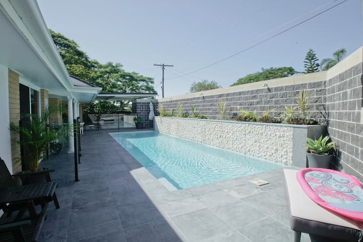 Poolside Family Suite-Wifi - Walk to Beach n Bus! - Tugun - Guest suite