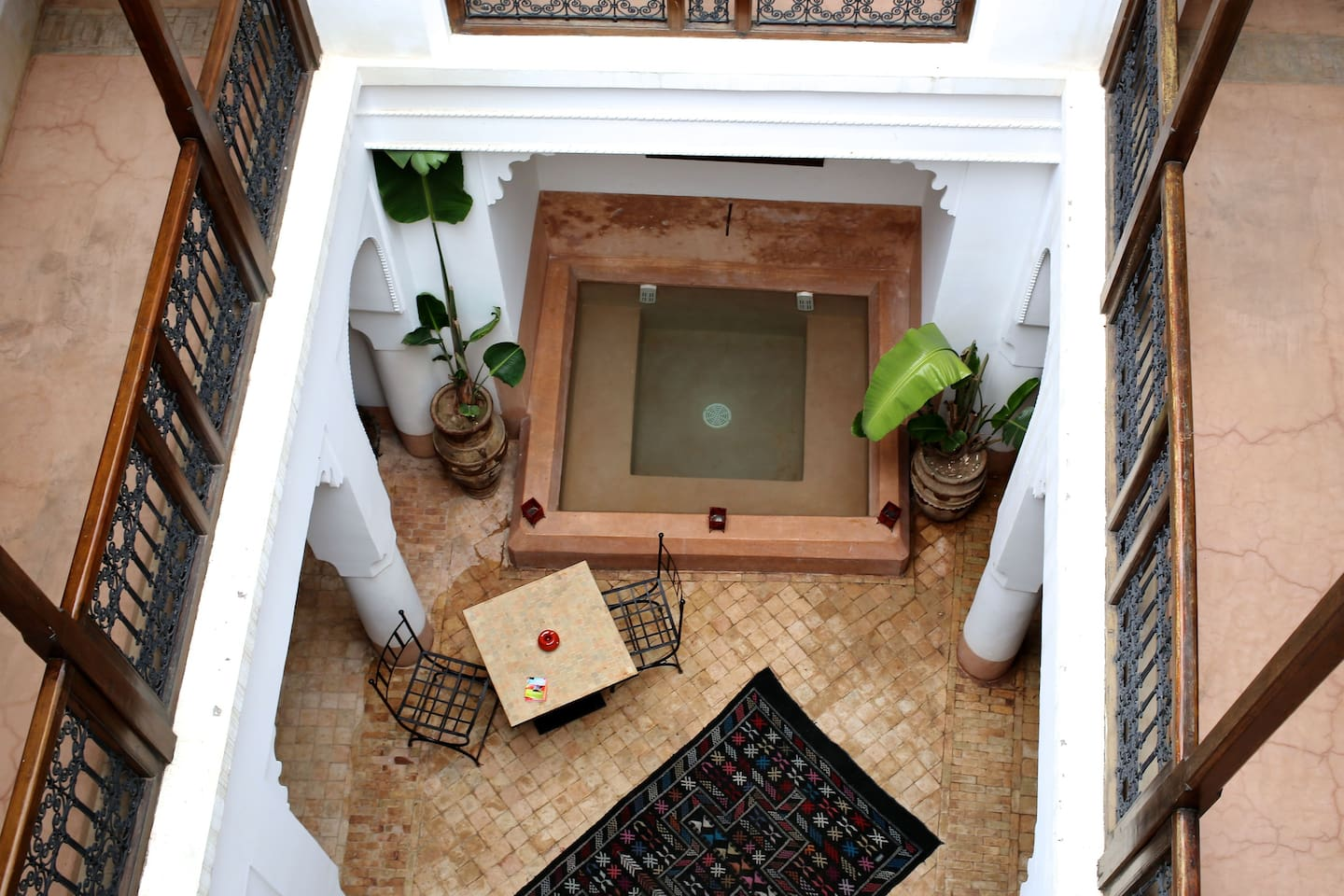 Riad courtyard with WiFi access and plunge pool