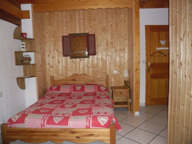 """Chambre """"Montagne"""",lac d'Annecy - Doussard - Bed & Breakfast"""