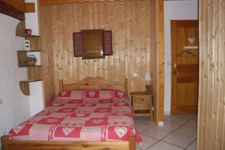 """Chambre """"Montagne"""",lac d'Annecy - Doussard"""