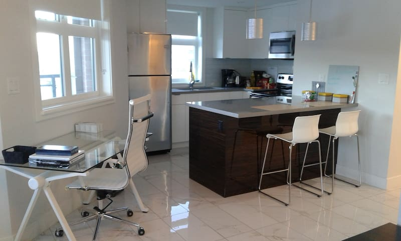 Downtown Riverview Condo, WiFi, Restaurants, A/C