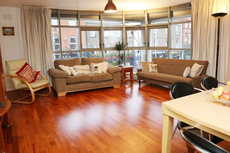 Excellently located 2 bed spacious apartment - Dublin - Other