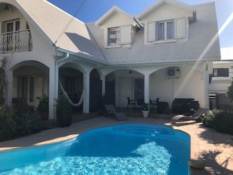 studio 40m2 + piscine dans une villa