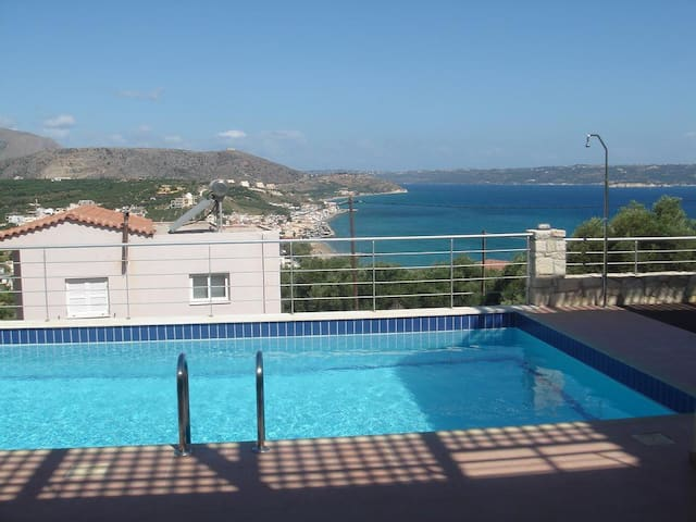 House with view over Souda bay - Chania - Huis