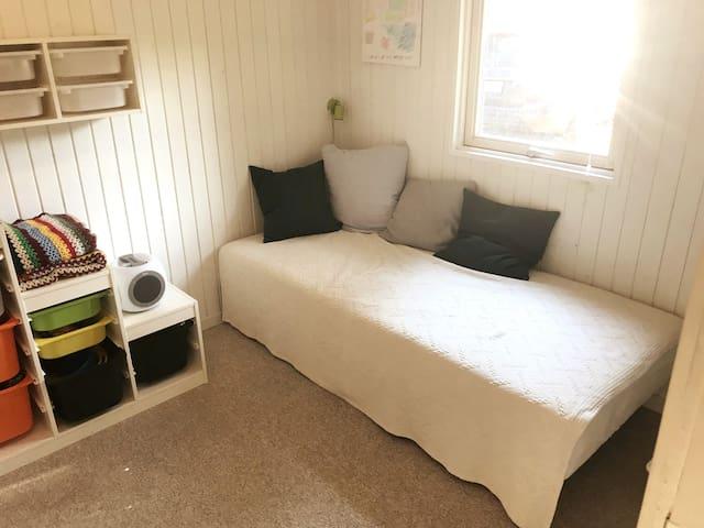 Bedroom 2. 90x200cm