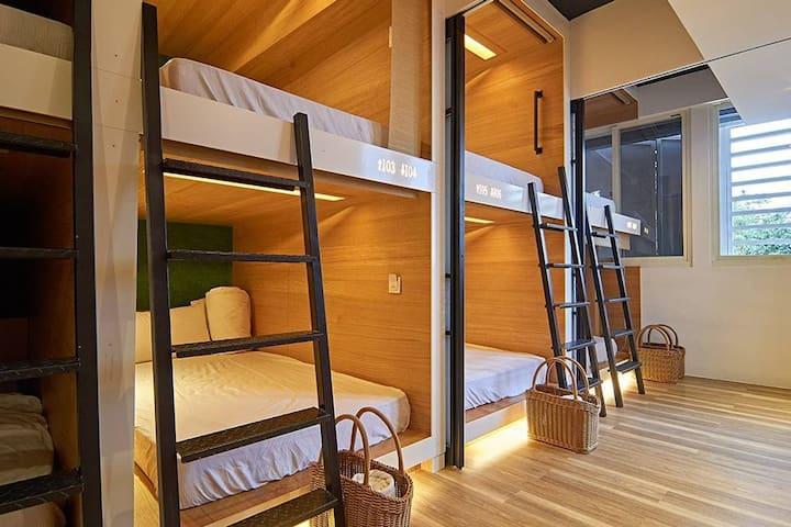 礁溪溫泉.東旅背包客 時尚背包空間-八人共享宿舍