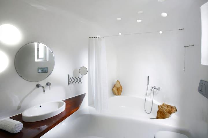 Executive Studio 2 - Bathroom