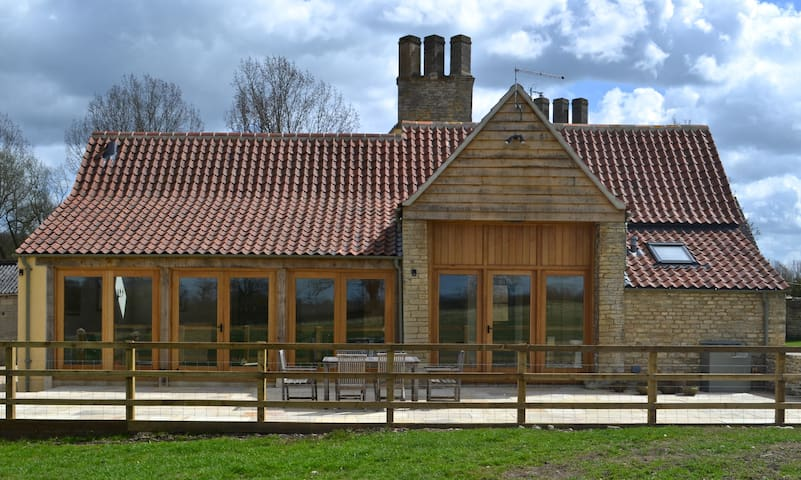 Charming Barn Conversion,Malmesbury - Wiltshire - บ้าน