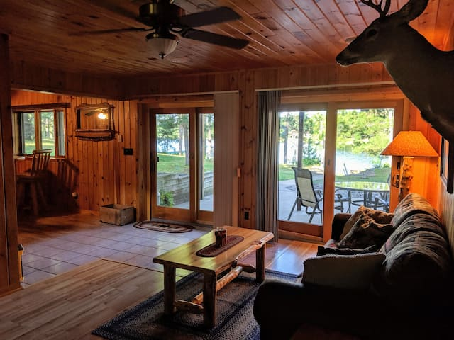 White Fang Lakefront Lodge- Entire Cabin & Pontoon