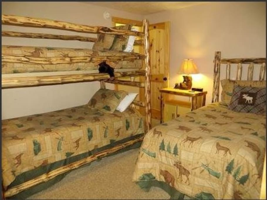 4th Bedroom - bunks and twin