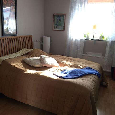 Praktiskt boende för familjer och par - Uppsala - Apartament