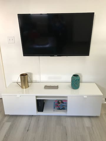 Entertaining area. Smart tv and store.