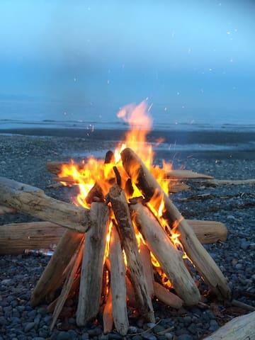 Log home, wood stove, beach fires, star gazing.