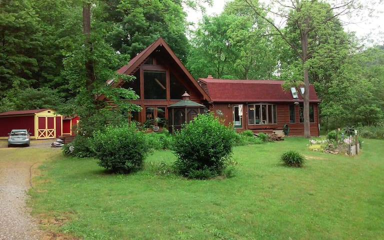 Country log home in secluded area - Glenmont - Haus