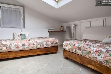 Noli-room-2 single beds in a house - Noli