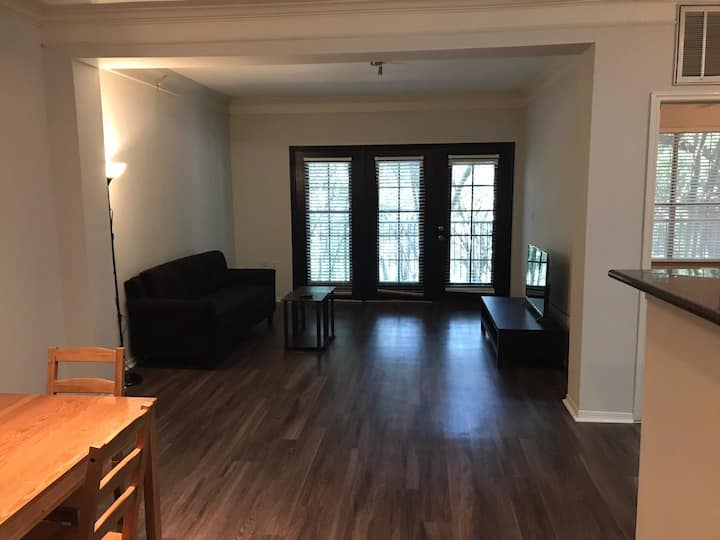 South Congress 1/1 & walking distance to fun ATX