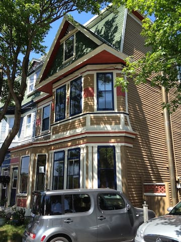 Victorian home, downtown, 3rd floor - St. John's - Casa