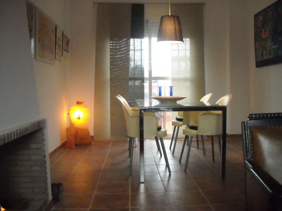 salón comedor con vistas al patio / dinning-room on to the back yard