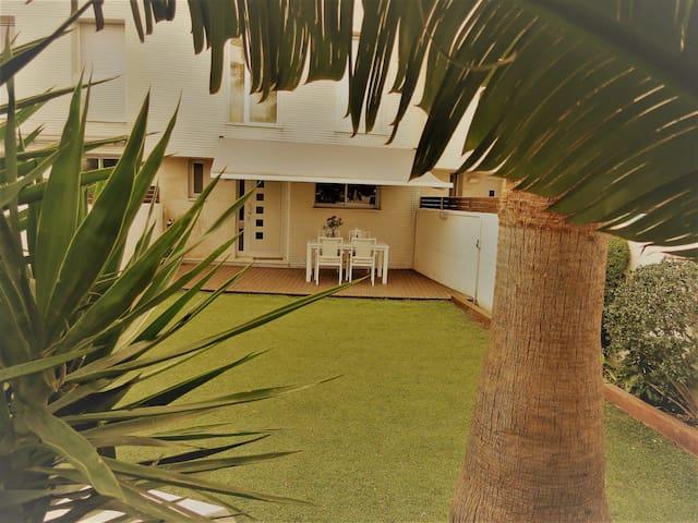 Modern house 500 meters from the beach - Cubellas - Huis
