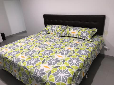 ***Quo Luxury Room 1 minute to Airport #2