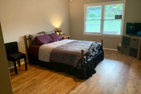 Private Bedroom and Bath Relax and enjoy Canton