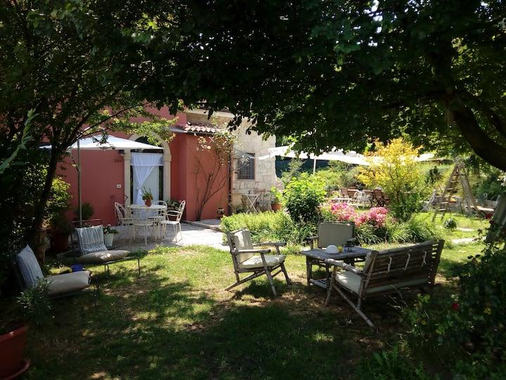 """""""Alla Rotonda"""" bed & relax (room n.2 Montecristo)"""