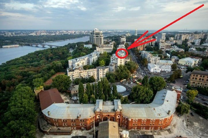 3-to apartment near Sq. Independence Square