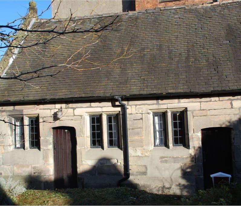 Pegges Almshouse Holiday Cottage
