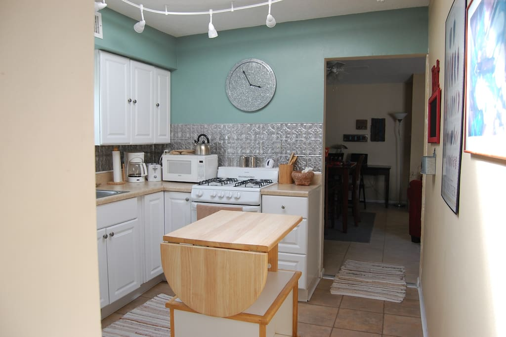 Kitchen is an enjoyable place to be in while you put together a meal.