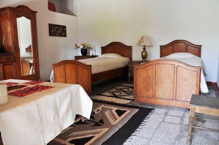 Belle Demeure du 18ème, Chambre très Confortable - Antigua Guatemala - Bed & Breakfast