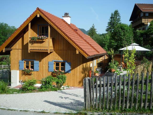 Lauschiges, freistehendes Holzhaus - Ettal - Huis